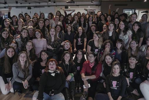 As participantes do mediatón Historias #EnResistencia, que aconteceu em Buenos Aires em meados de julho. (Divulgação)