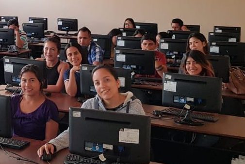 Journalism class at Universidad Laica Vicente Ricafuerte taking the data journalism and visualization MOOC from the Knight Center. (Photo Gisela Raymond)