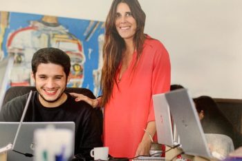Manuel Tarricone and Laura Zommer in Chequeado's newsroom, from where Reverso is coordinate