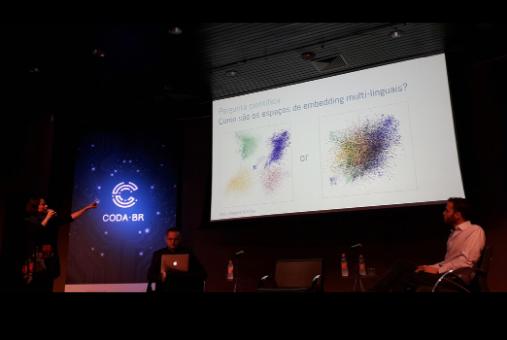 Fernanda Viegas, a senior researcher in artificial intelligence at Google Brain, talks about democratizing access to data visualization. (Alessandra Monnerat/Knight Center)