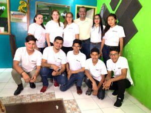 Equipo reunido dentro de la radio La Costeñísima en Nicaragua