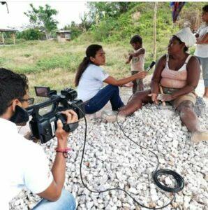 Kalua Salazar cubriendo historias sobre la probreza extrema en Nicaragua.