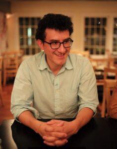 Marco Avilés, jornalista e consultor em questões de racismo e diversidade. (Foto: Ann S. Kim / Cortesia)