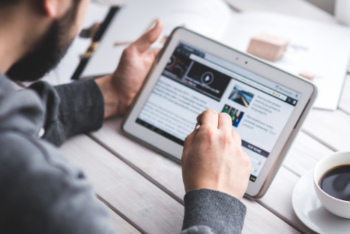 Research with readers from Latin American countries indicates that the decision to pay for news is associated with the independence and transparency of the news outlet and suggests that digital media should better communicate these values to their potential audience.