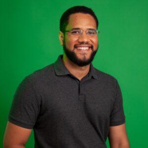 Lucas Reis é criador da Black Adnet, rede de publicidade que aproxima marcas de veículos