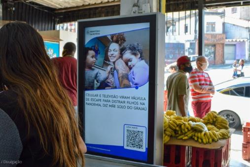 Tela da TN instalada em mercado na zona sul de São Paulo. Ao todo, serão 25 telas, com audiência estimada entre 500 e 800 mil pessoas por mês. Foto: Patrícia Santos